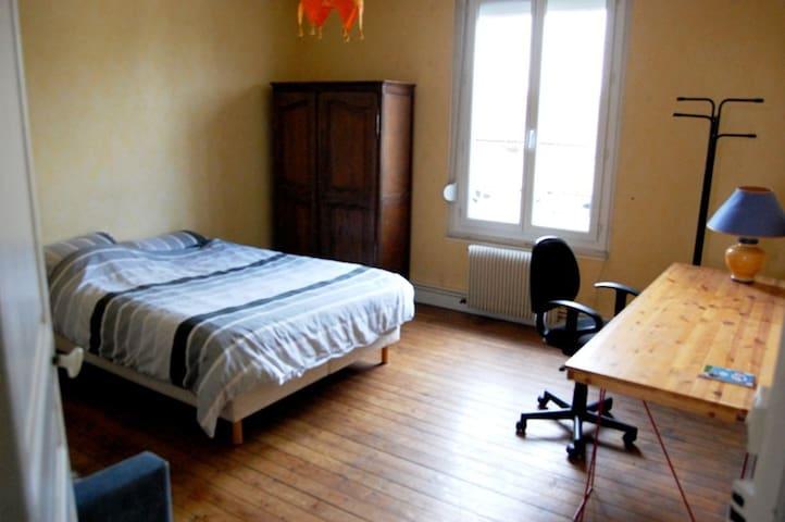 Grande chambre indépendante, tout confort - Reims - Apartamento