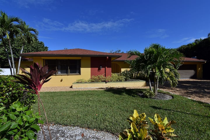 Sanibel Serenity - Ground Level Home with Pool