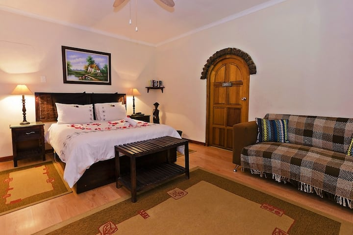 Blue Roan Country Lodge -Honeymoon Suite