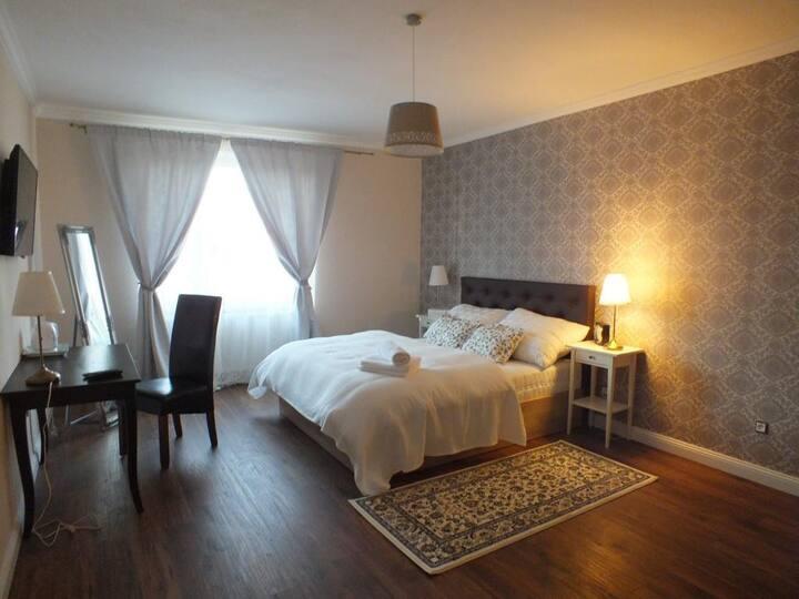 Vila Casablanca-Dvojlôžková izba Deluxe s raňajkam