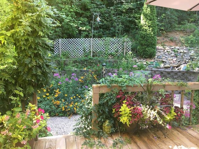 Kate's Garden Refuge