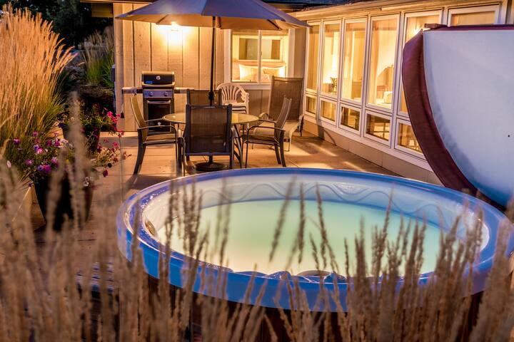 Romantic Guest House with Hot Tub - Bend - Dům