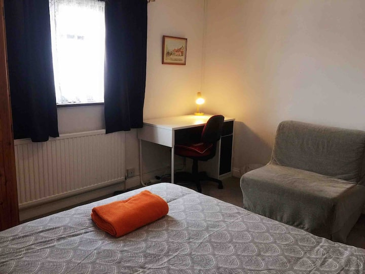 Central Headington comfort double room