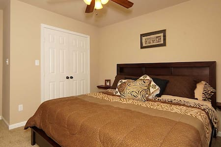 King Size Bed Close to Downtown - Fort Worth