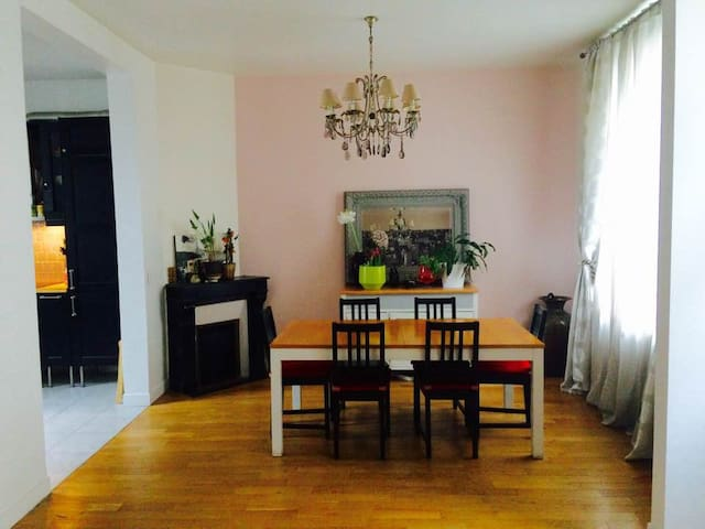 Large room in cozy townhouse close to Paris - Noisy-le-Sec - Casa