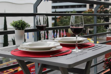 New - Spacious Apartment with Balcony Near Beaches