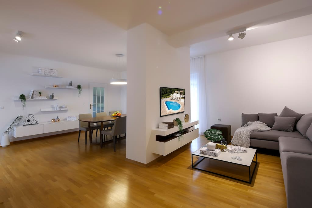 Villa Garden -1.st.floor -dnevni boravak, blagovaona, TV, dekor
