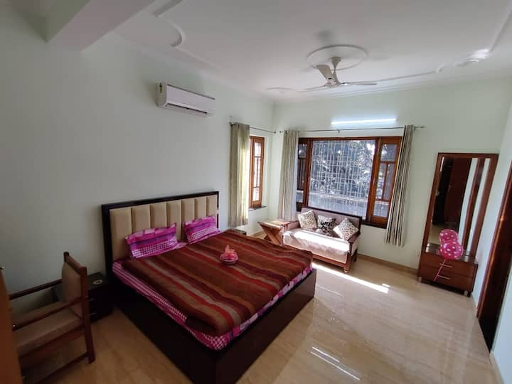 Studio 1 - Newly Built Bungalow/Mussoorie View