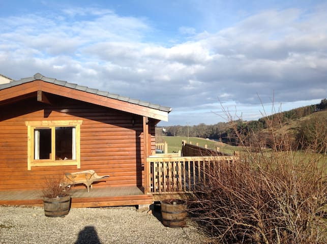 Bonnie View Lodge sleeps up to 4, stunning views. - Inverkeithny - Chalet