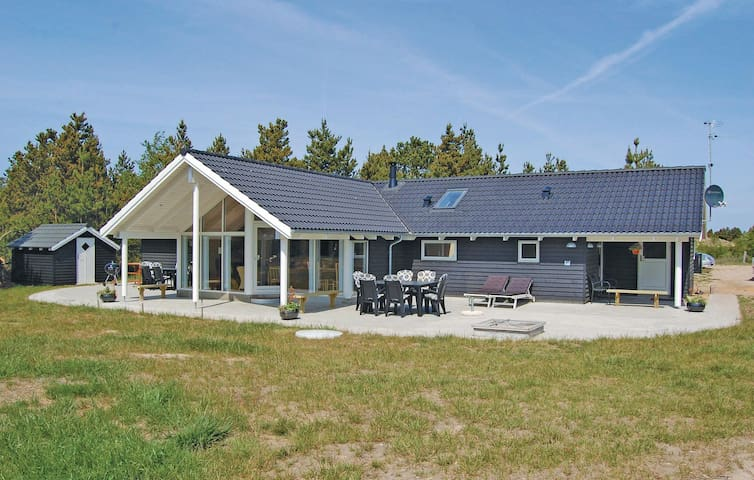 Holiday cottage with 4 bedrooms on 136 m² in Rømø