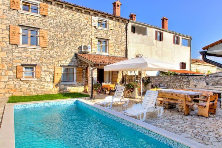Istrisches Steinhaus mit Pool für 8 Personen