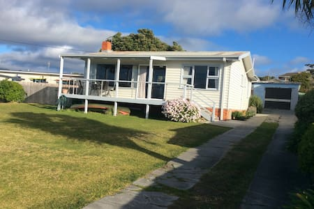 Scamander Beach Cottage Only steps from the beach