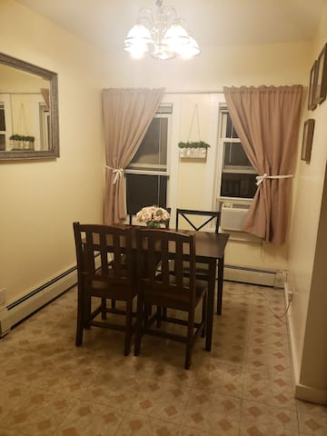 38 MIN AWAY NYC- SLEEP 4  IN CUTE APT WHITE PLAINS