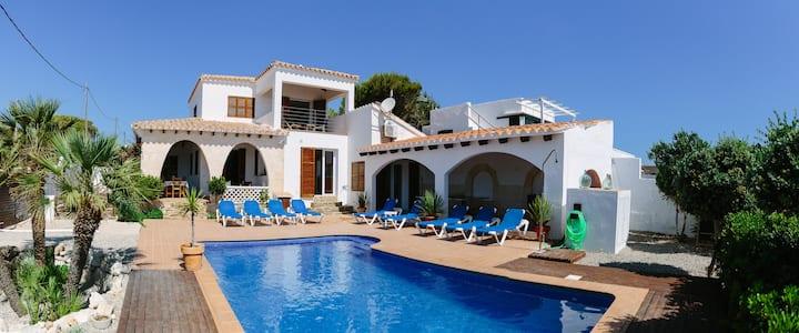 Luxury seaside villa - private pool walled garden