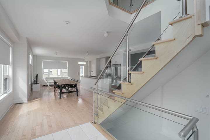 Brand New 4BR Modern Townhouse - 5 mins to 404!!!