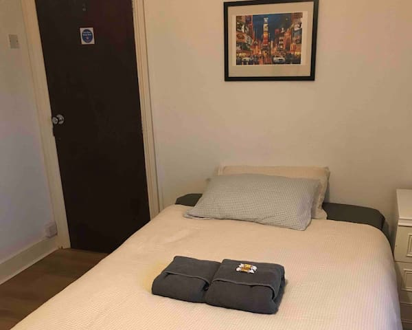 (5) Double room with sink inside room