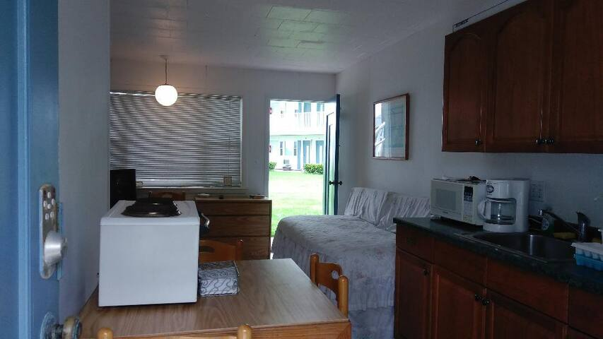 Waterfront Studio Long Island Sound Sleeps 4