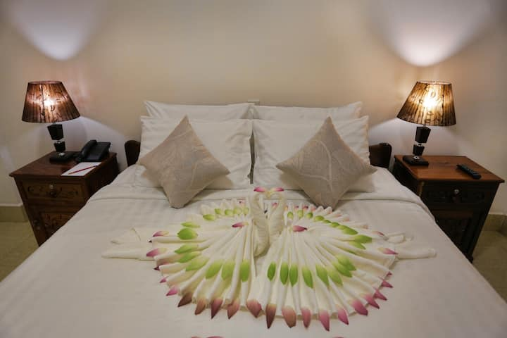 SIEM REAP BOUTIQUE - Group for 8 adults+BF+Pick up