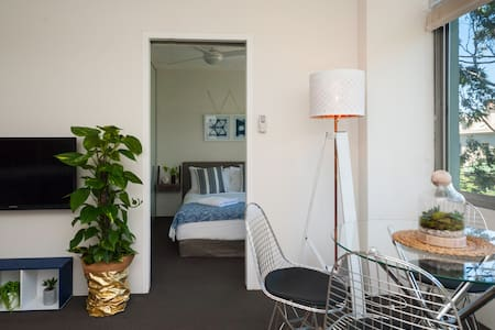 Light and Airy Darlo Nook (With PARKING) - Darlinghurst