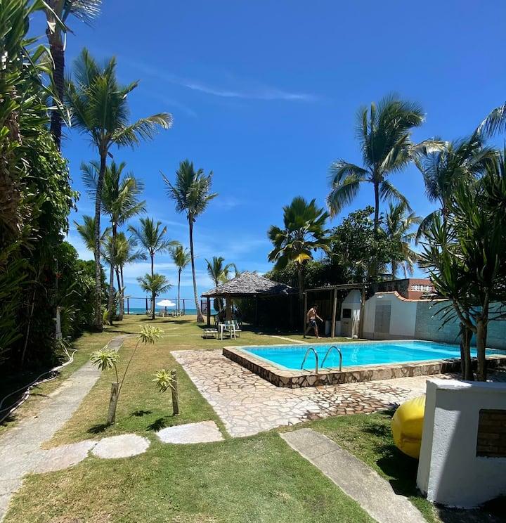 Charmosa casa beira mar com piscina