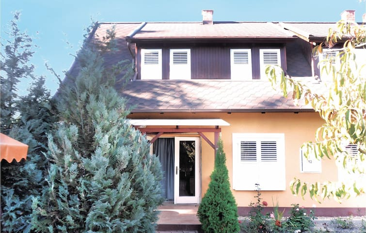 Semi-Detached with 2 bedrooms on 80 m² in Gárdony