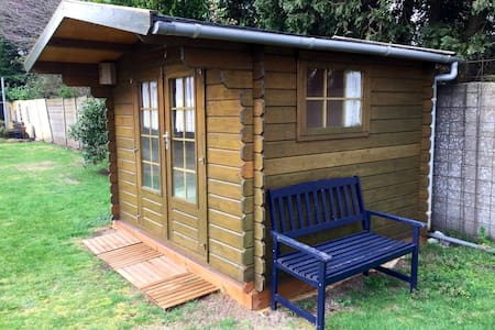 Cosy Tiny House in large garden for 1 or 2 p