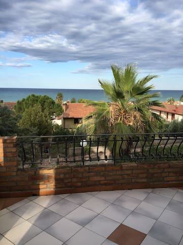 Lovely apt with amazing seaview - Calopezzati - Apartemen