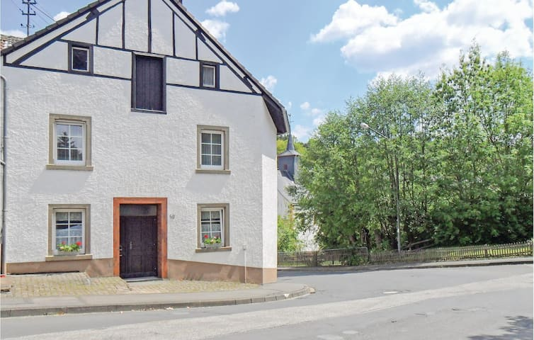 Semi-Detached with 4 bedrooms on 150 m² in Gerolstein-Müllenborn