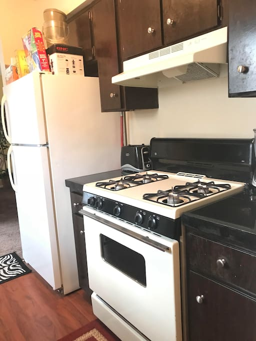 Comfy apt prvt room near downtown lots of retail for Appartamenti in affitto arredati cerea