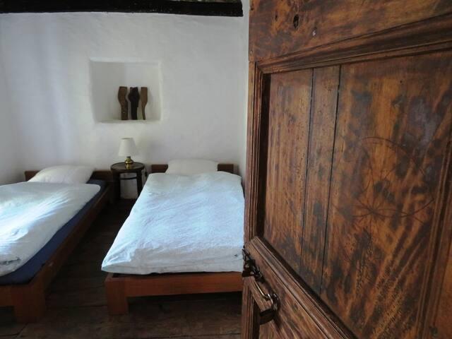 Charme, tradition et écobiologie : chambre bleue