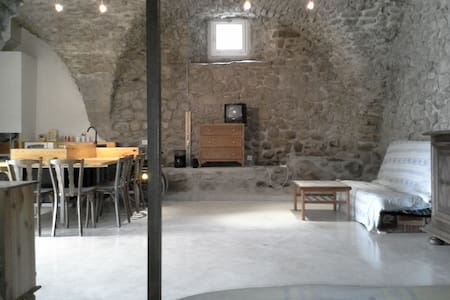 Grand studio pierre, Ancelle 20mn, accès handicapé - Buissard