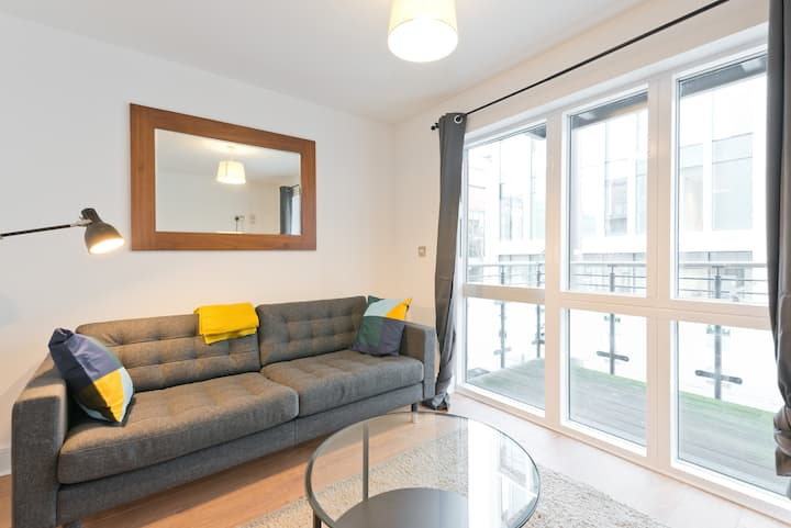 Grand Canal Dock luxury 1 bed