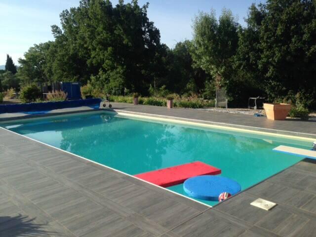 Maison tout confort avec piscine terrain 1500m2