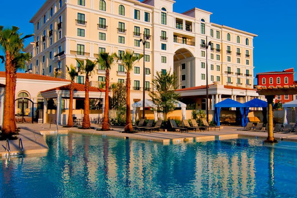 Luxury 1 br apt la cantera six flags rim area for Pool show san antonio