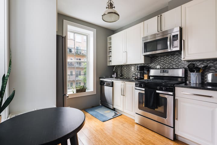 3BR renovated private apartment, prime Park Slope!