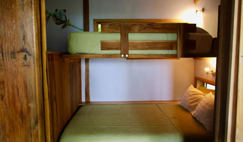 This is the bunk bed in the children's room. It has a 100x195cm and 140x195cm matras. The room has it's own exit to the spacious deck overlooking the jungle and ocean.
