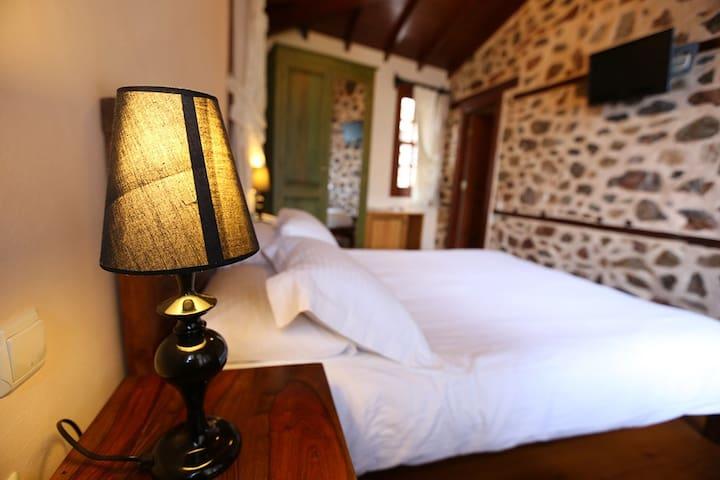 Sea View Rooms in Romantic Mansion - Türkler Belediyesi - 別荘