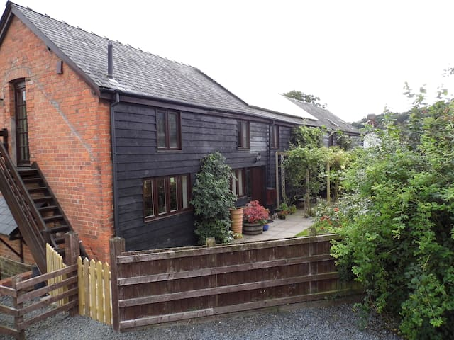 Luxury converted Barn in Welsh Hills - Church Stoke - Maison