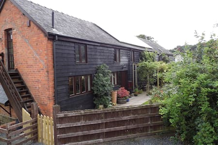 Luxury converted Barn in Welsh Hills - Church Stoke