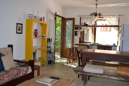 Casa aconchegante 50m da praia em Camburi!