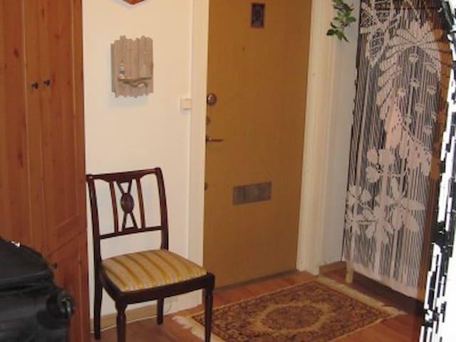 Boende i charmig lägenhet - Älta - Apartment
