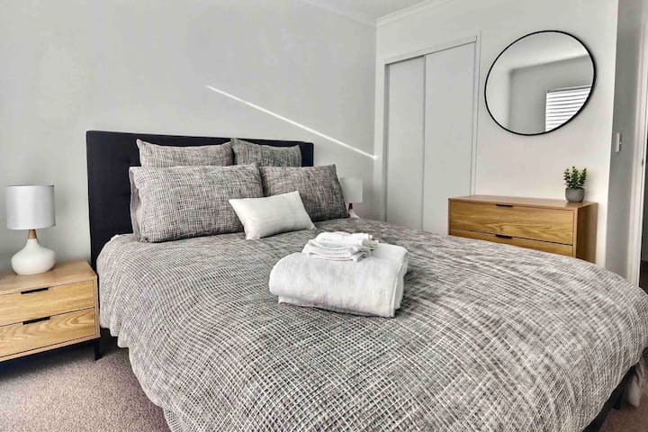 Sunny & Modern Hobsonville Point Townhouse