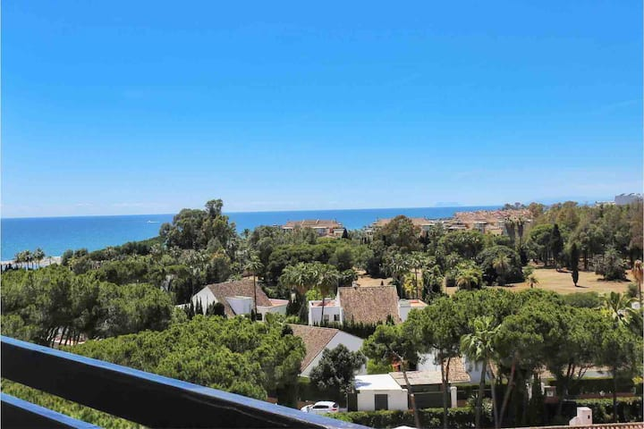 2 Bed Puerto Banus w/sea view - 3' walk to beach