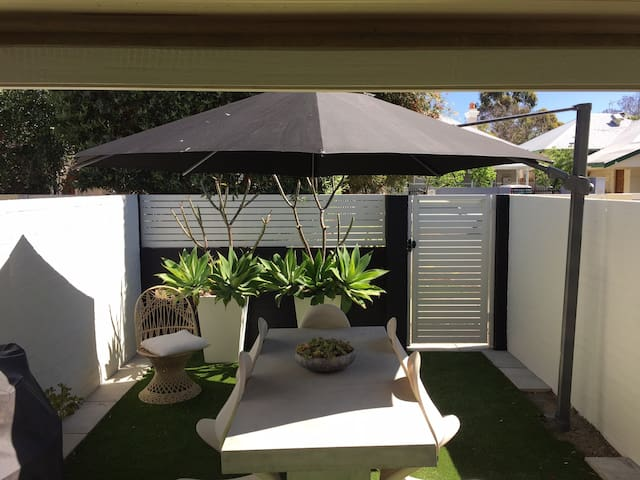 Stylish Townhouse Perfect Location - Subiaco - Rivitalo