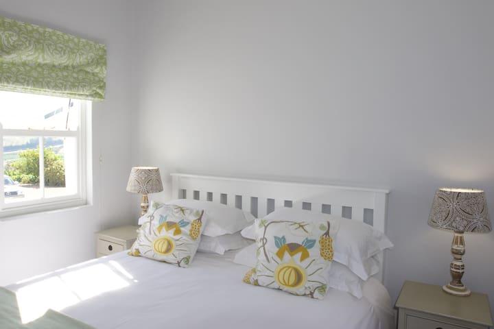 Tralee Cottage - Bedroom one (Queen bed)