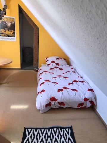 Zentrumnahe Zimmer auf Dachgeschoss