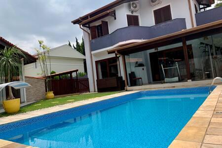 Casa Alto Padrão Granja Viana  (dentro condomínio)