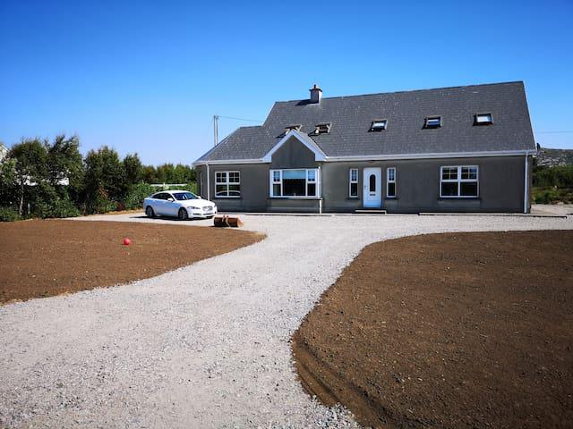 5 Bedroom House on the 'Wild Atlantic Way' route