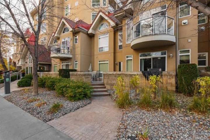 #146 Two Bed Ground Level Condo Discovery Bay
