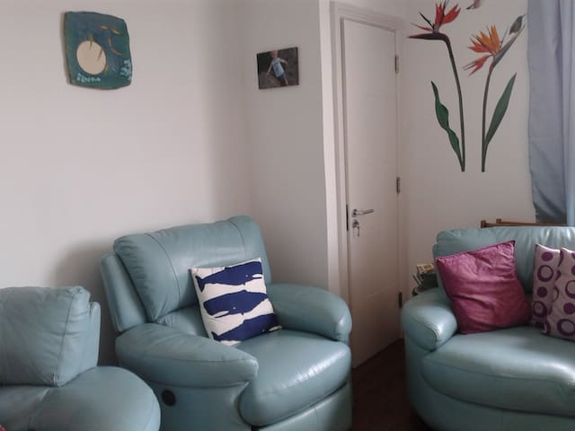 Bright double bedroom in top floor apartment. - Lucan